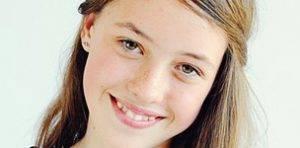 teen girl wearing contact lenses in Olathe, KS