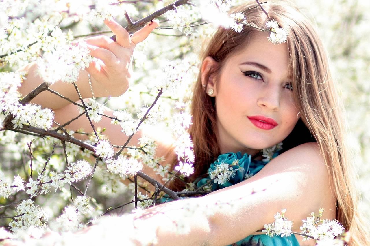 Girl White Flowers 1280×853