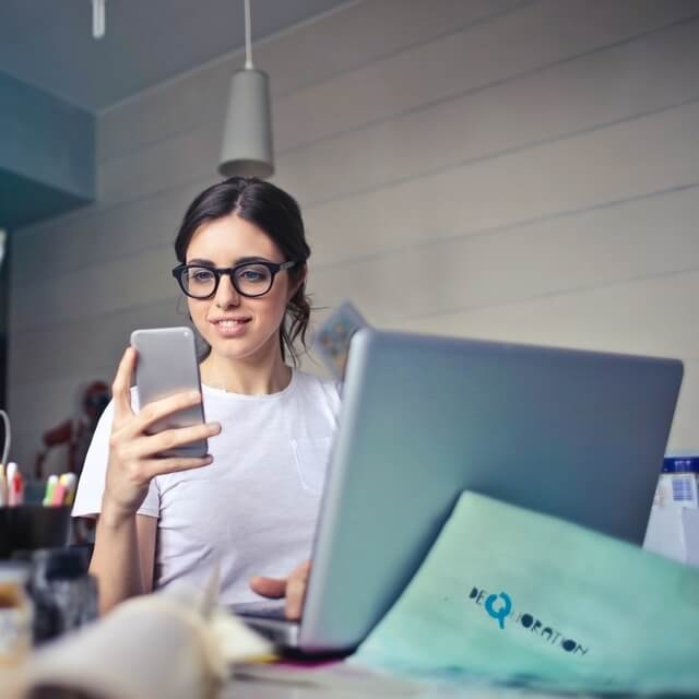 girl-wearing-computer-glasses-640