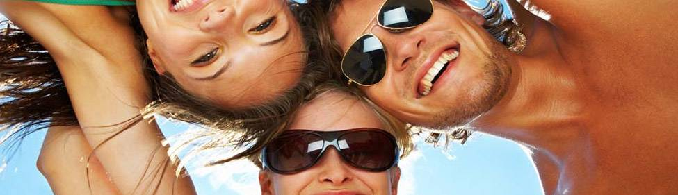 3friends-in-circle