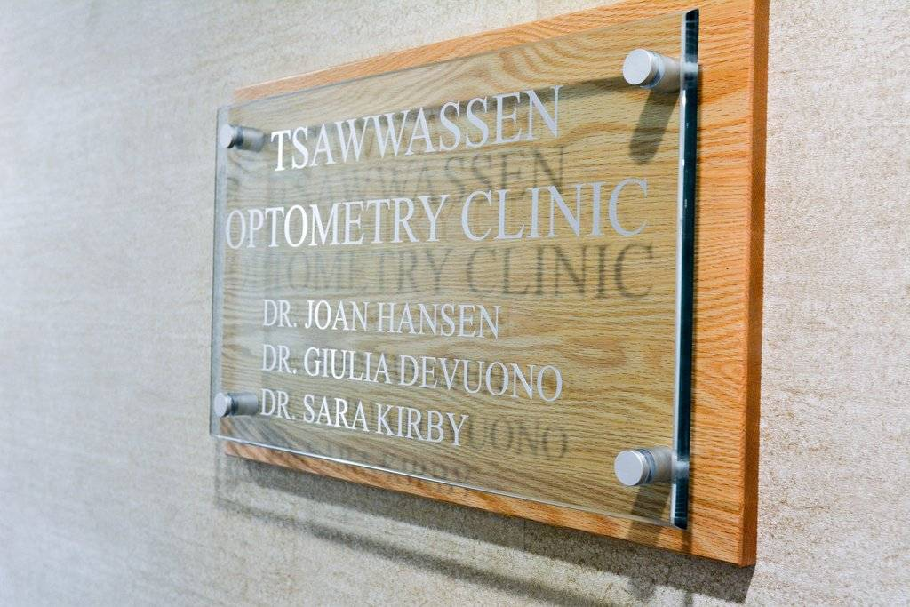 "Sign ""Tsawwassen Optometry Clinic"""