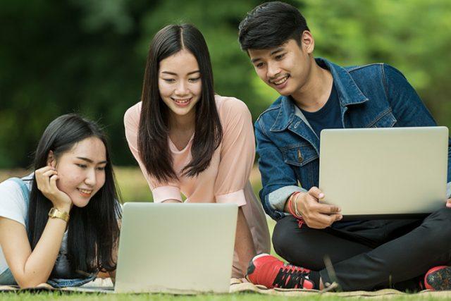 Students Outdoors Laptops 1280x480 1 640x427
