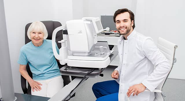 Smiling Optometrist low vision eye exam 640×350