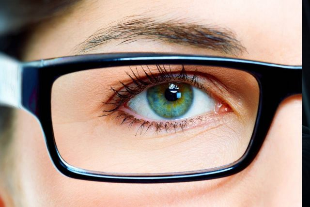 eye glasses close up 640x427