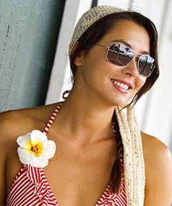 maui jim sunglasses, flower on shoulder
