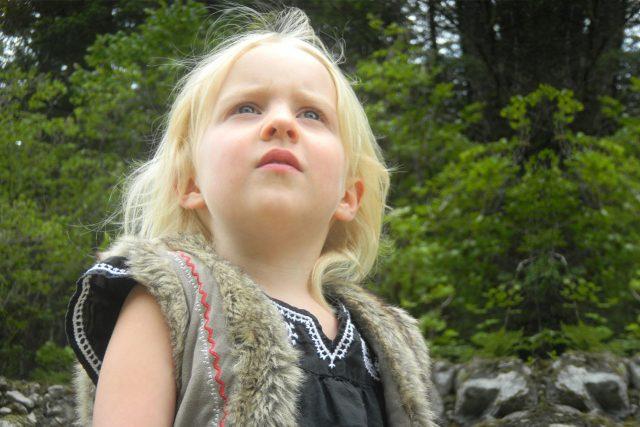 Female Child Looking Upward 1280×853