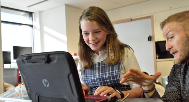 Kids looking at laptop in Oak Brook, Illinois