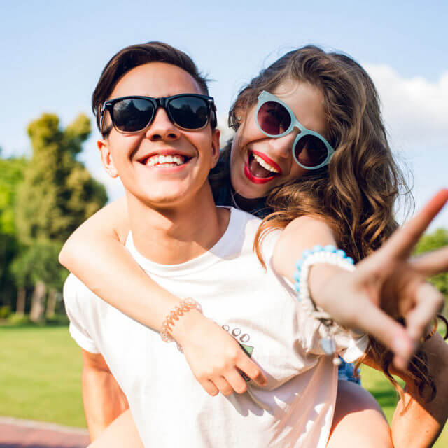 hero-two-smile-guy-girl-glasses-1280-640x640