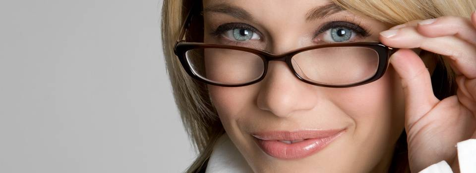 blond-wearing-glasses-horizontal11