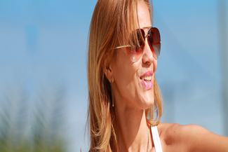 Lady in sun glasses