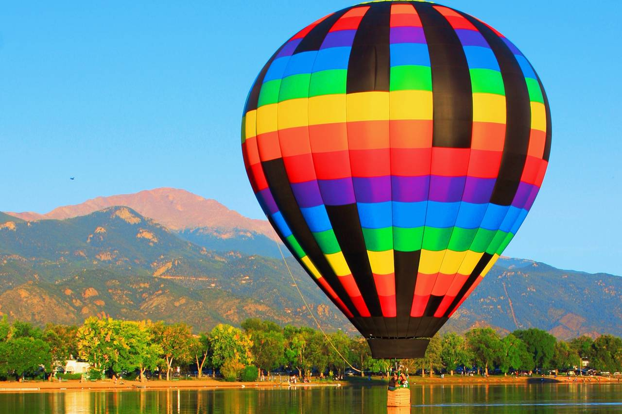 Large Colorful Hot Air Balloon 1280×853