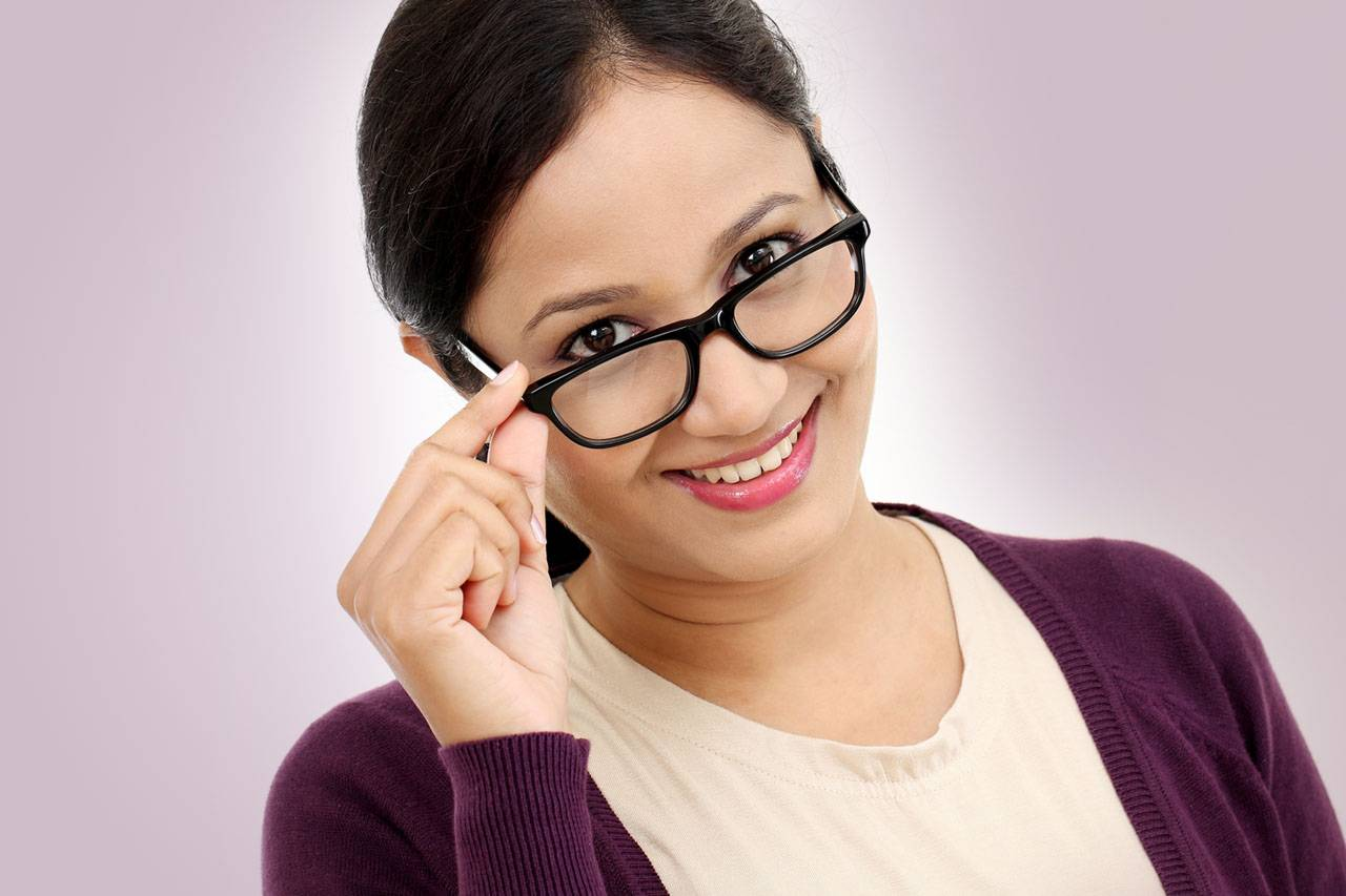 glasses reading lady hispanic purple 1280×853