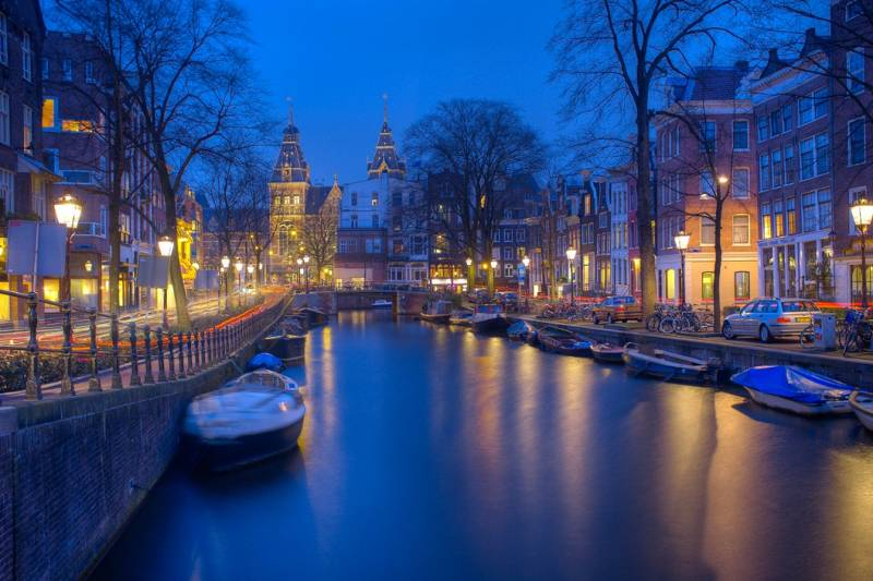 travel-amsterdam-beautidul_night-shot-web