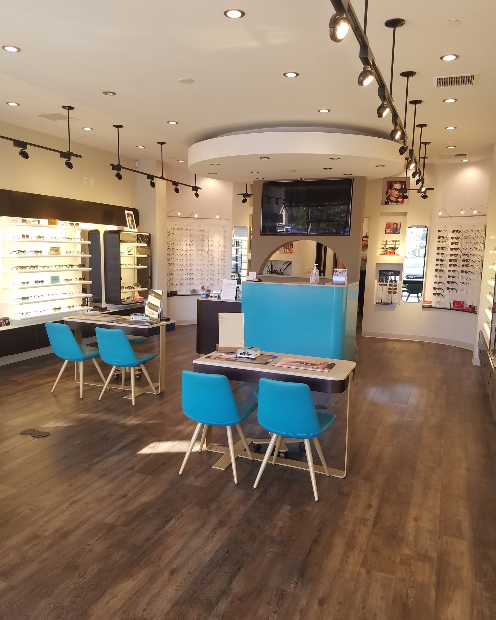 optical boutique 8by10