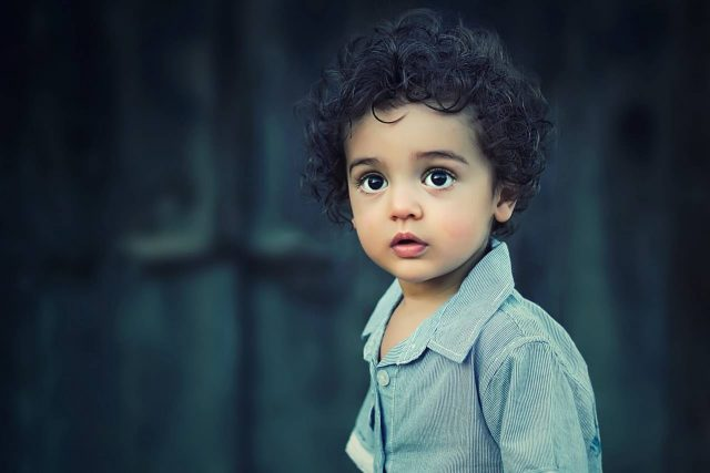 boy 2yrs amazed beautiful curls 640x427
