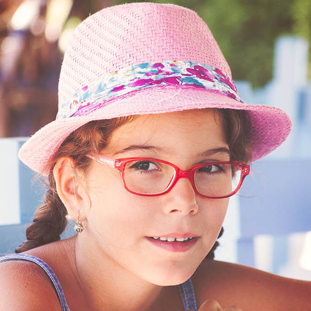 young girl pink glasses 640