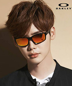 Model wearing Dragon sunglasses