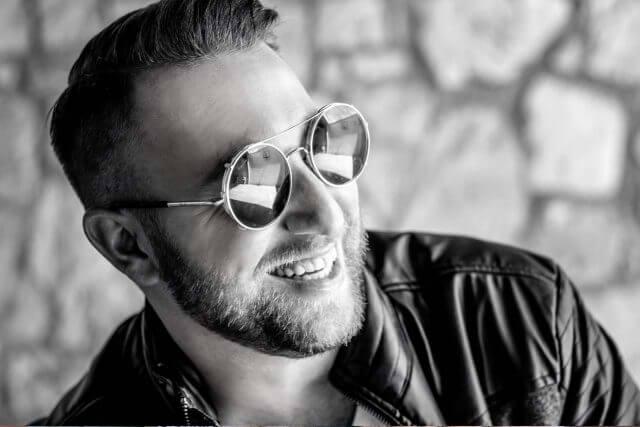Male Sunglasses Black and White 1280×853 640×427 min