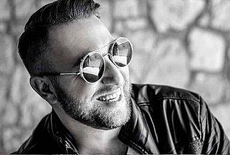 male sunglasses black white min