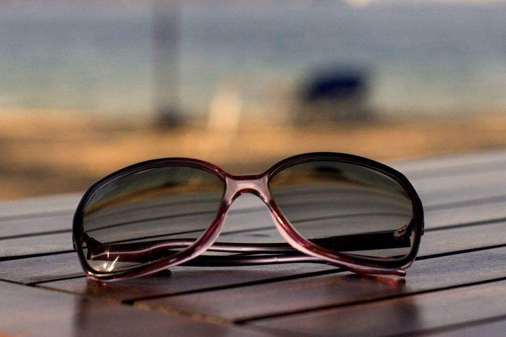 Sunglasses on Wood 1280x853 1024x682