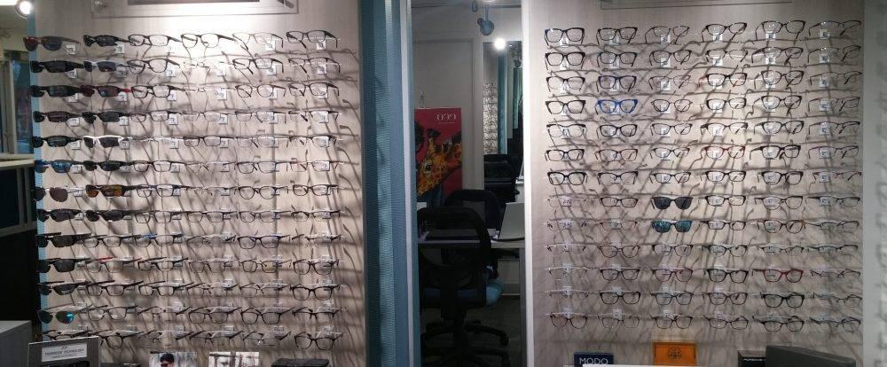brooklin-vision-care-eyeglasses-wall-2-e1485449611520