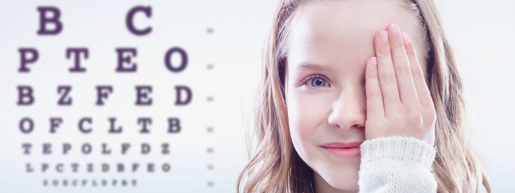 Girl, eye exam in Bardstown, KY