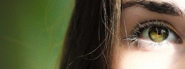 close up of eye that needs blepharoplasty